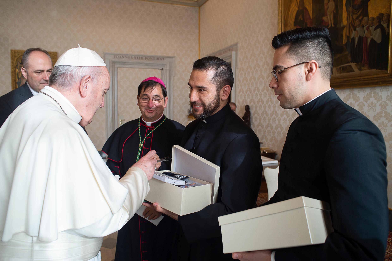 Bishop, Mariscal, Izquerido